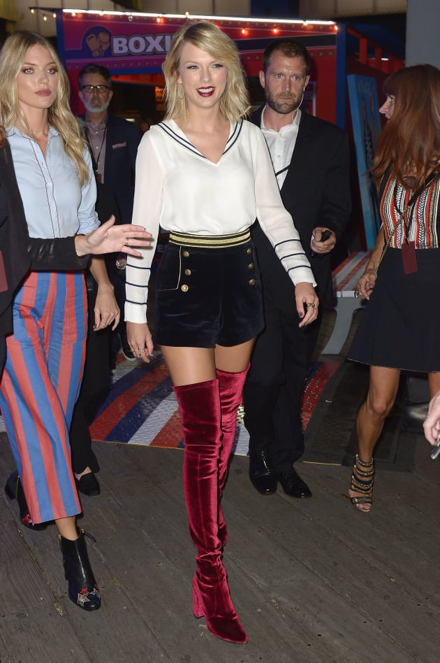 Taylor Swift With Boots The Hollywood Gossip