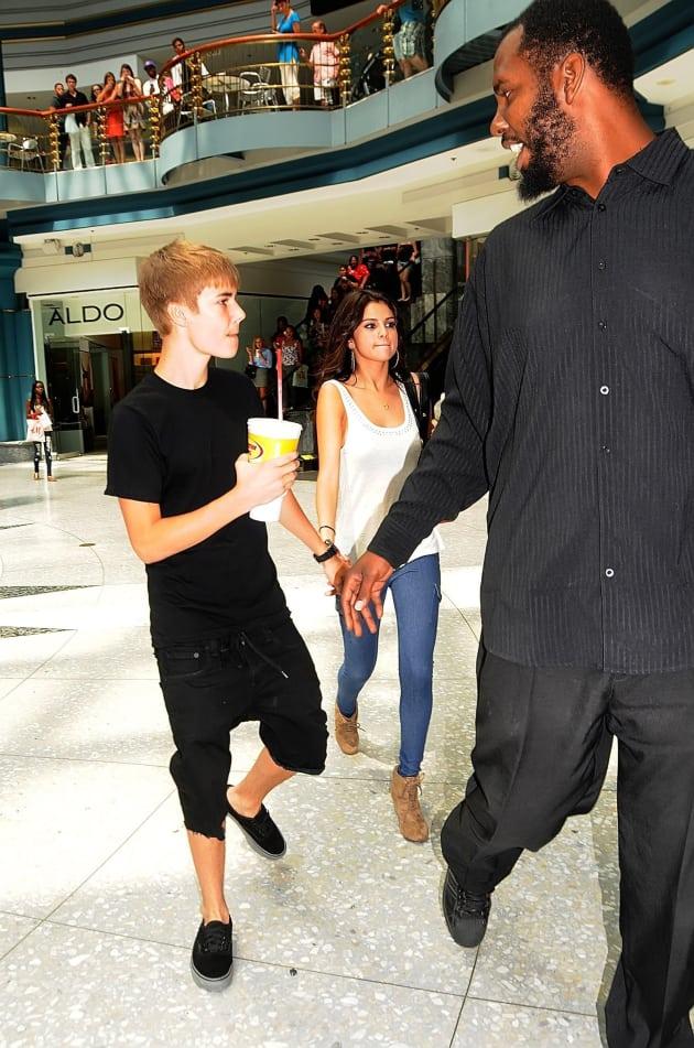 Easy Credit Auto >> Justin Bieber, Selena Gomez... Bodyguard - The Hollywood ...