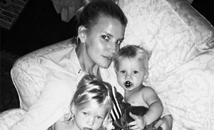 Jessica Simpson, Kids Pose For Adorable Bedtime Selfie