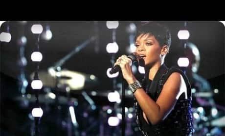 Rihanna - Diamonds (Live on The Voice)