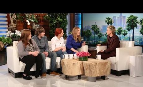 #TheDress Appears on Ellen