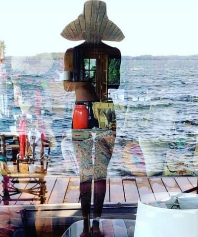 [Image: lisa-rinna-at-the-lake.png]