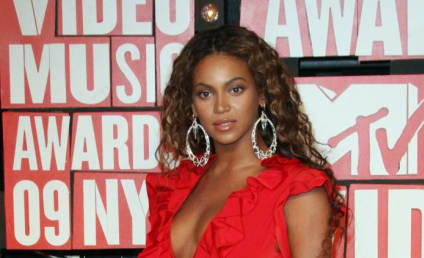 VMA Fashion Face-Off: Beyonce vs. Solange