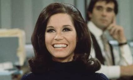 Mary Tyler Moore: Mourned, Remembered by Hollywood