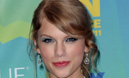 Taylor Swift Nominated for Entertainer of the Year at CMAs