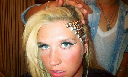 "Ke$ha Debuts ""Homeless Clown"" Hairstyle"