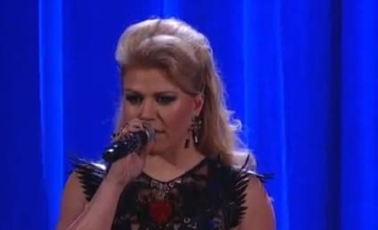 Kelly Clarkson Visits the Past, Performs Medley of Greatest Hits