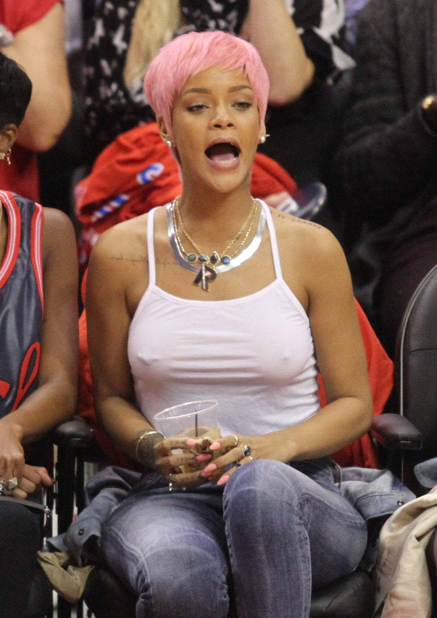 Pics Rihanna Braless naked (56 photos), Tits, Leaked, Instagram, in bikini 2015