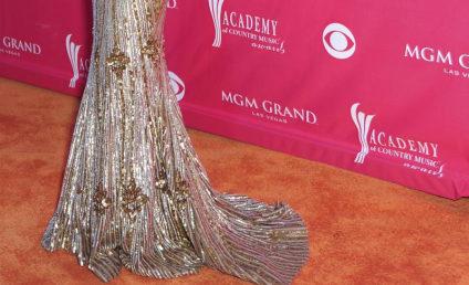 CMA Fashion Face-Off: Julianne Hough vs. Jennifer Love Hewitt