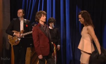 "Kristen Wiig Says Goodbye to Saturday Night Live in Tearful ""Graduation"""