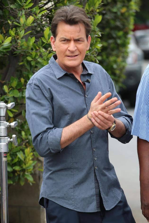 Charlie Sheen Co-Hosts Extra