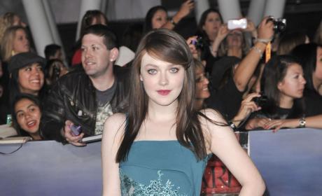 Dakota Fanning at Breaking Dawn 2 Premiere