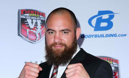 Travis Browne: Dating Ronda Rousey!