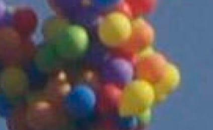 Crazy Man Soars Over Canada Via Helium Balloons: Watch!