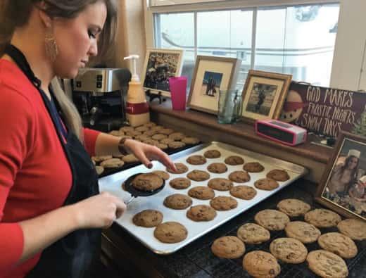 Jana Duggar Bakes Cookies