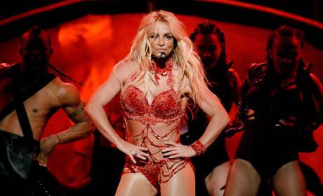 Britney Spears Puts Her Hands On Her Hips: 2016 Billboard Music Awards