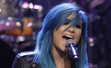 8 Crazy Demi Lovato Hairstyles: She Just Can't Decide!
