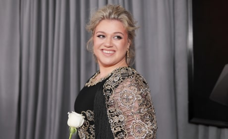 Kelly Clarkson with a White Rose