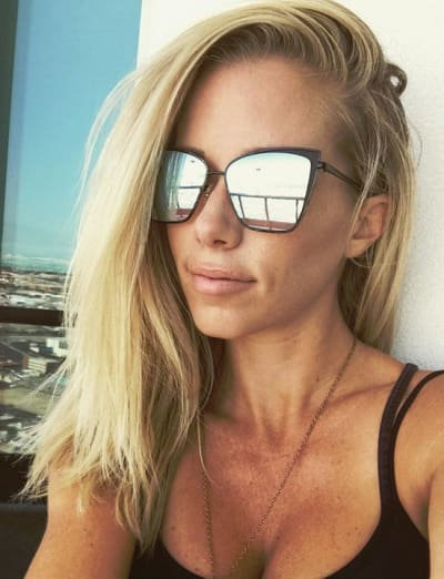 Kendra Wilkinson, Reflective Sunglasses