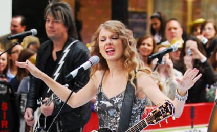 Taylor Swift: Serious About Career, Not Jake Gyllenhaal