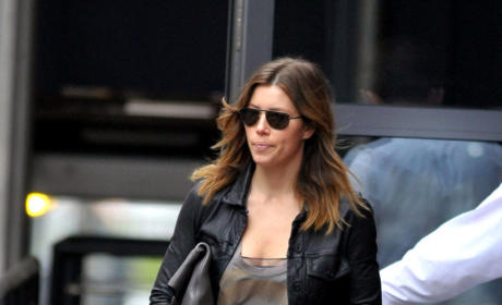 Who looks better: Jessica Biel or Victoria Beckham?