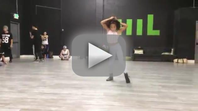 Girl Dances to Beyonce