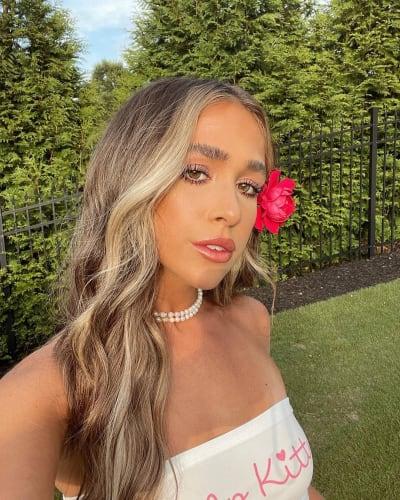 Ariana Biermann, Flower Selfie