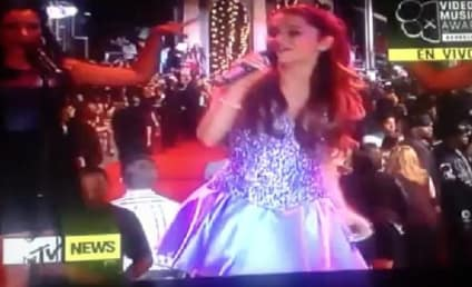 "Ariana Grande VMA Performance: ""Baby I"" See a Future Star"