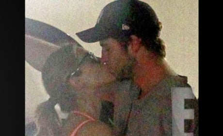 Eiza Gonzalez Kissing Liam Hemsworth!