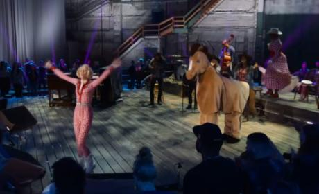 "Miley Cyrus Unplugged: ""Get It Right"""