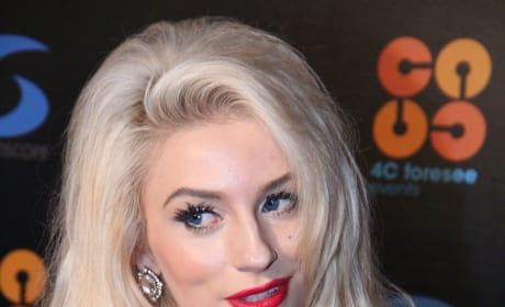Courtney Stodden Pose