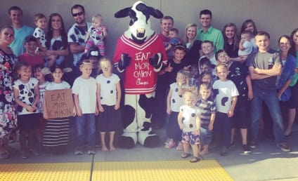 Josh Duggar Dresses Like Cow to Score Free Chick-fil-A, Family Actually Willing to Appear With Him