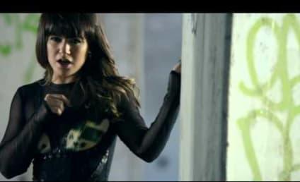"Kelly Clarkson Unveils Music Video for ""Dark Side"""