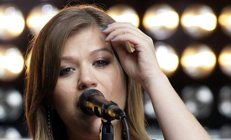 Kelly Clarkson Down Under