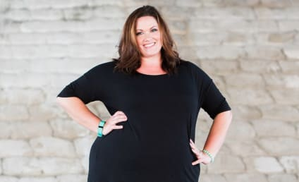 Plus-Size Woman Fights Back After Getting Hate Mail for Wearing Leggings