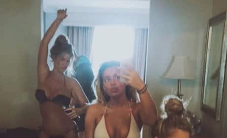 Kim Zolciak: Bikini Pic With Daughters
