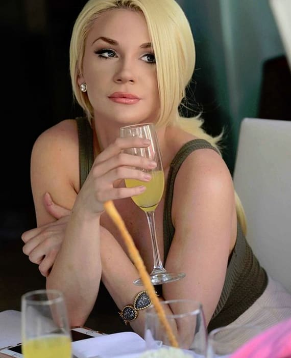 Courtney Stodden Drinks Mimosas