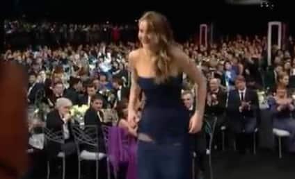 Jennifer Lawrence Wardrobe Malfunction: Star Rips Dress at SAG Awards ... or Not