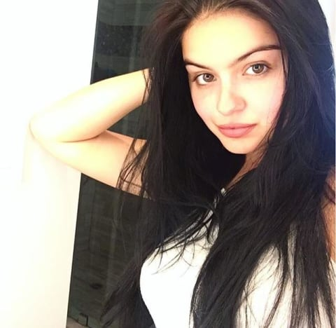 Ariel Winter Changes Hair Color Remains Curvy The