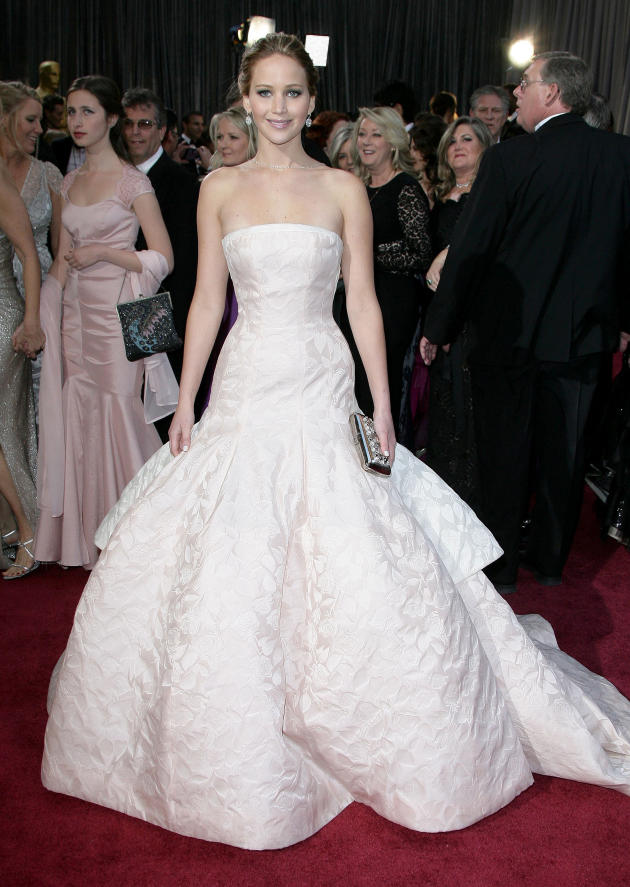 Jennifer lawrence oscars dress dazzling in dior haute for Dior couture dress price