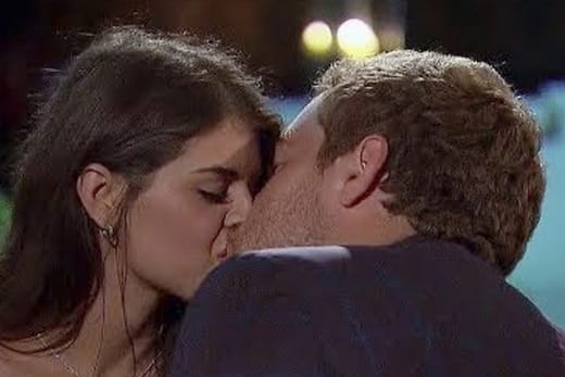 Madison Prewett dan Peter Weber Kissing