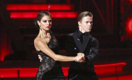 Maria Menounos and Derek Hough Dancing