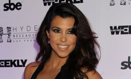 Kourtney Kardashian Autograph Signing: Pay Up!