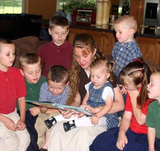 Jana Duggar Reads to Siblings