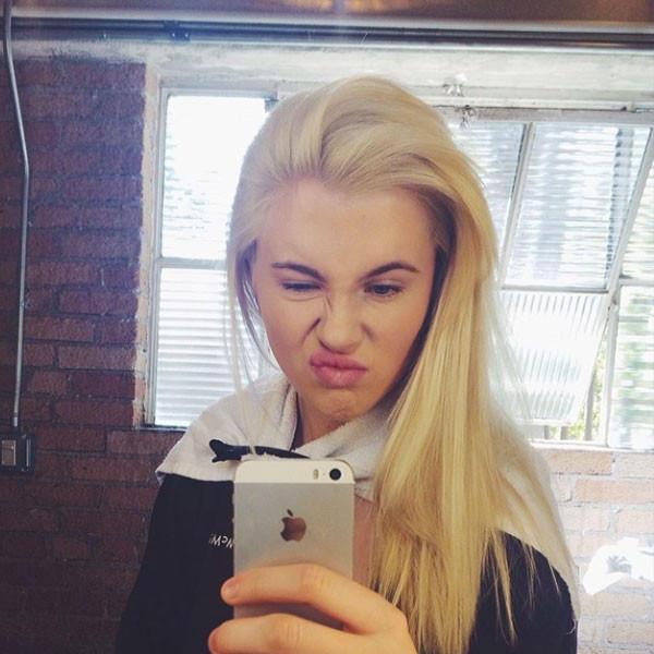 Ireland Baldwin Phone Selfie