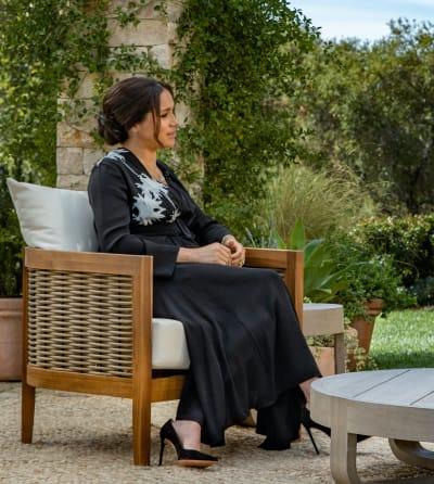 Meghan Markle Sits and Talks