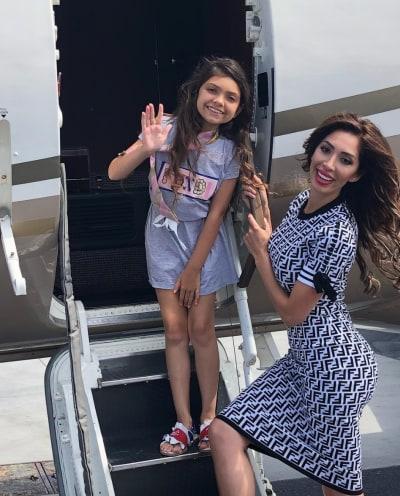 Farrah y Sophia en un avión