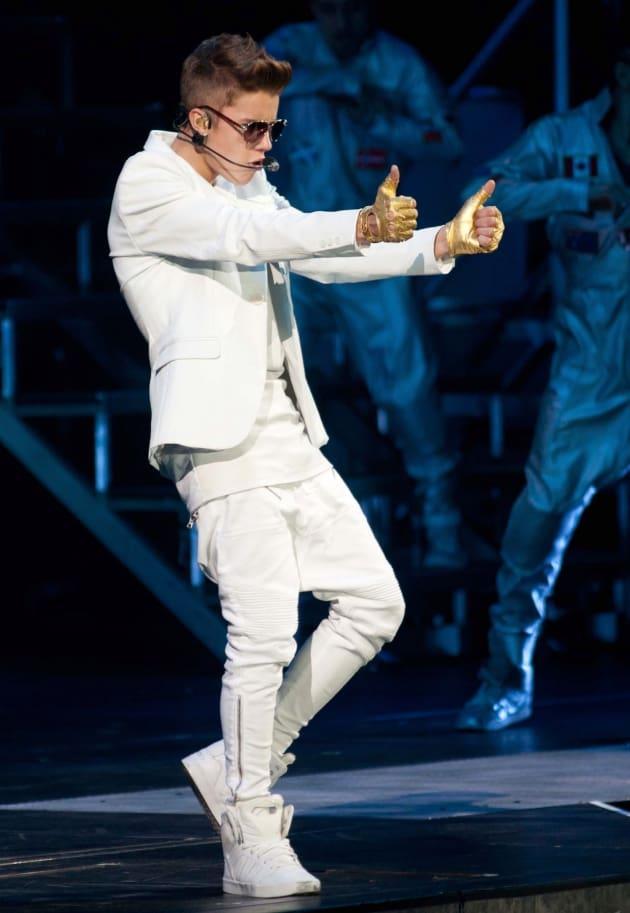 Justin Bieber: Thumbs Up!