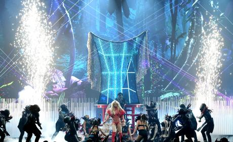 Britney Spears Performs at The 2016 Billboard Music Awards and 2000 Video Music Awards