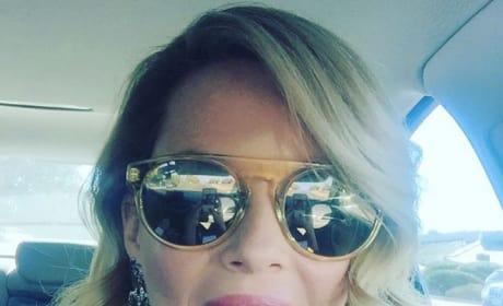 Elizabeth Banks Sunglasses Selfie